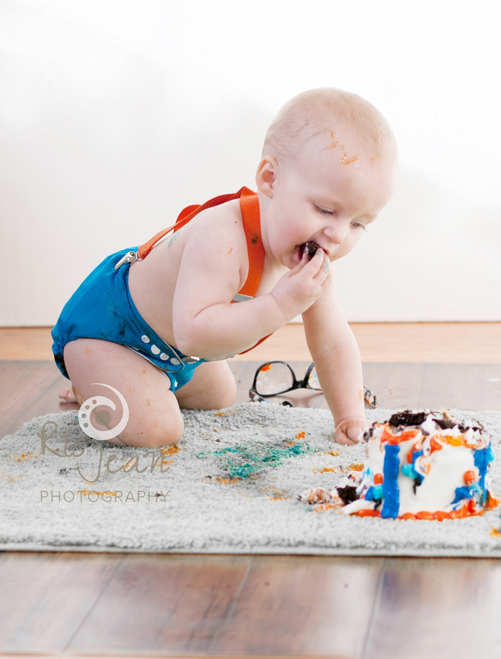 Rio Jean Photography Kent, WA Natural Light Photographer Studio Session First Birthday Cake Smash