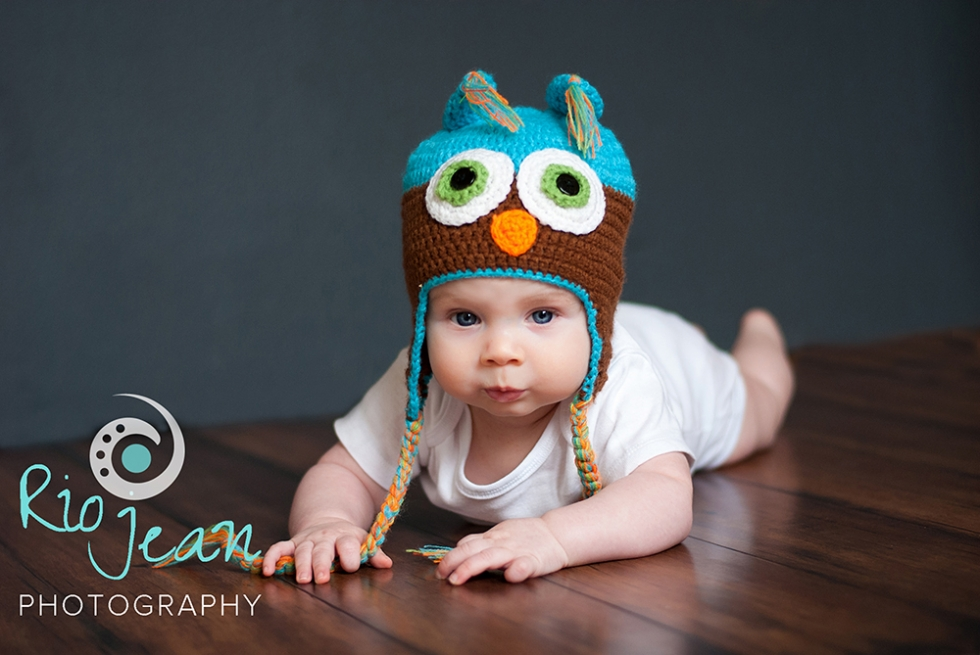 baby-boy-in-owl-knit-hat