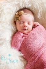 newborn-baby-girl-photographer-kent-wa-newborn-baby-headbands