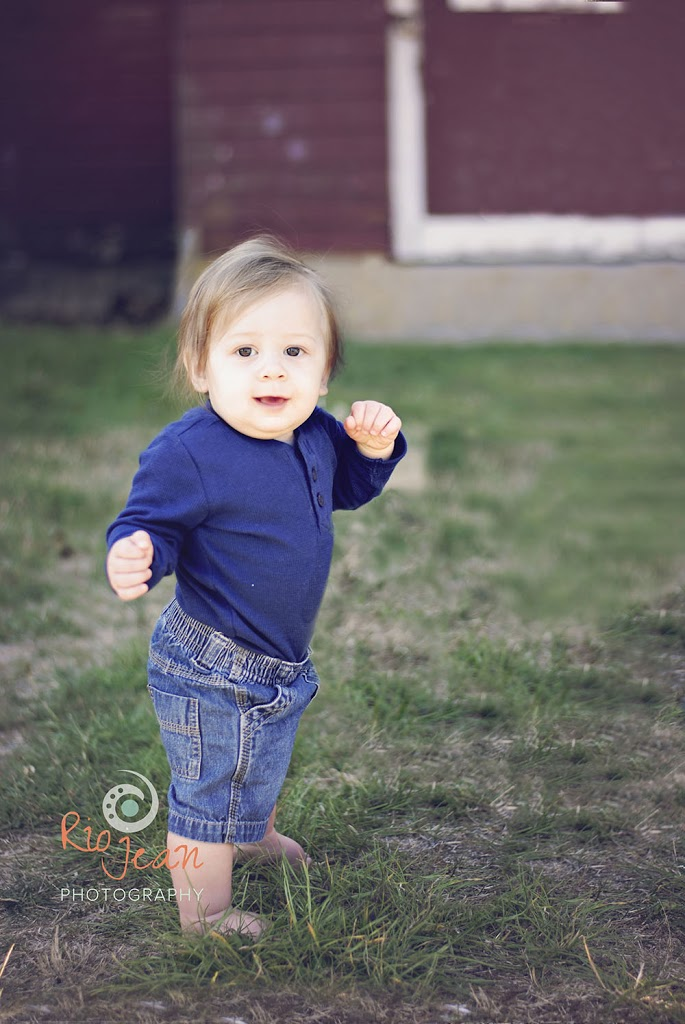 rio-jean-photography-9-month-old-baby-pictures-bellies-to-babies-ft-steilacoom-park-lakewood-wa-family-portrait-photographer-kent-wa-child-andfmaily-portrait-photographer